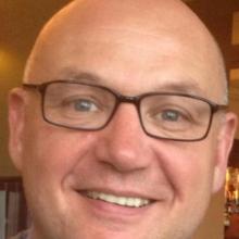 Male Professional, Adrian, seeking flatmate in Morley