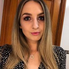 Female Professional, Erin, seeking flatmate in Lichfield