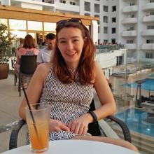 Female Professional, Katie, seeking flatmate in London
