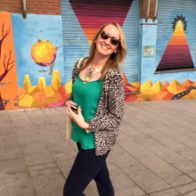 Female Professional, Holly, seeking flatmate in Herne Hill