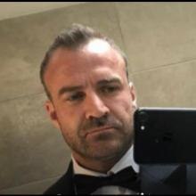 Male Professional, Carl, seeking flatmate
